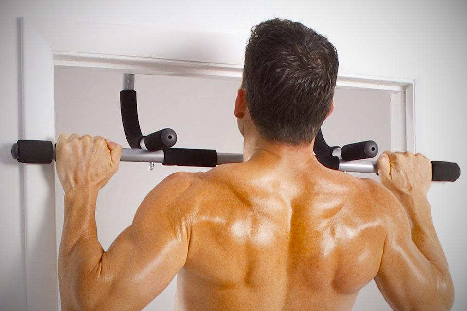 Door Pull Up atau Chin Up Bar. Yang ini mungkin lebih sesuai untuk lelaki tapi membolehkan anda membina otot belakang dengan mudah. Cuba beli yang dipasang untuk air-pressure. Cuma RM30 di Nile.com.my